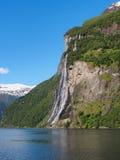Vista bonita em irmãs da cachoeira sete no fiorde de Geiranger, Noruega Fotografia de Stock Royalty Free