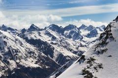 Vista bonita em montanhas de Dombay Foto de Stock