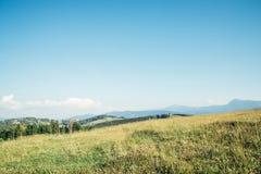 Vista bonita em mountans carpathian foto de stock
