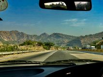 Vista bonita em uma viagem do carro fotografia de stock
