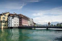 Vista bonita na lucerna no rio de Reuss, Suíça Fotografia de Stock