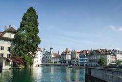 Vista bonita na lucerna no rio de Reuss, Suíça Foto de Stock