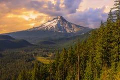 Vista bonito da capa da montagem em Oregon, EUA fotografia de stock