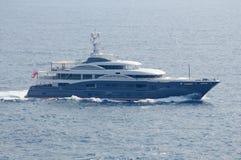 Vista a bordo de Superyacht de navigação luxuoso na Espanha de Ibiza foto de stock royalty free