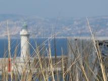 Vista borrosa del faro de Marsella con los puntos en el foco Imagen de archivo