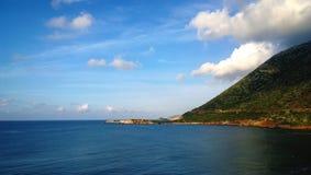 Vista brilhante bonita da costa da vila de Bali na Creta Foto de Stock Royalty Free