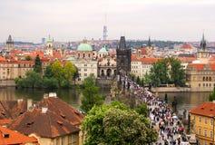 Vista cénico das pontes famosas de Praga Fotografia de Stock