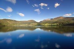 A vista cénico de Nordfjord, Olden (Noruega) Fotografia de Stock Royalty Free