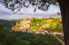Vista cênico da cidade histórica no nascer do sol, França de Rocamadour imagens de stock