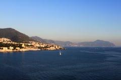 Vista cênico da costa da montanha Genebra, Italy fotos de stock royalty free