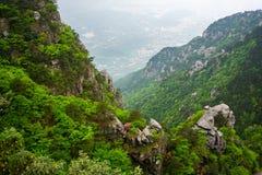 Vista cênico da montanha do parque nacional de Lushan em China com o c fotos de stock royalty free