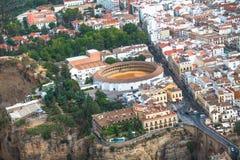 Vista cênico da ponte Puente Nuevo, da garganta, da vigia e da praça de touros, Ronda, Malaga, a Andaluzia, Espanha Vistas aéreas Imagens de Stock