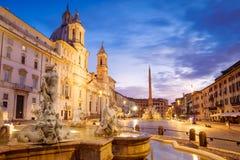 Vista cênico da praça Navona em Roma antes do nascer do sol fotos de stock
