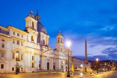 Vista cênico da praça Navona em Roma antes do nascer do sol imagens de stock royalty free