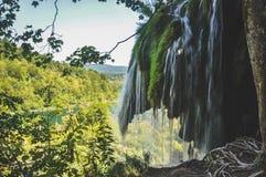 Vista cênico das cachoeiras no parque nacional dos lagos Plitvice, Croácia imagem de stock