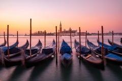 Vista cênico das gôndola e da basílica de San Giorgio Maggiore em Veneza Fotografia de Stock Royalty Free