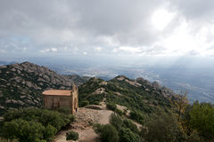 Vista cênico de montanhas rochosas em um dia tormentoso na Espanha Foto de Stock Royalty Free