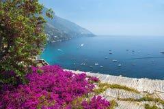 Vista cênico de Positano, costa de Amalfi, região do Campania em Itália imagens de stock