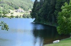 Vista cênico do lago artificial de Piazze, Trentino, Itália do norte Imagem de Stock