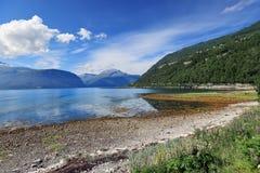 Vista cênico do lago da montanha (Noruega) Fotografia de Stock