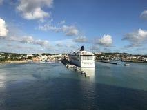 Vista cênico do navio de cruzeiros no porto Fotografia de Stock Royalty Free