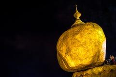 Vista cênico do pagode de Kyaiktiyo na noite fotografia de stock royalty free
