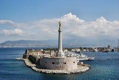 Vista cênico do porto italiano de Messina foto de stock royalty free