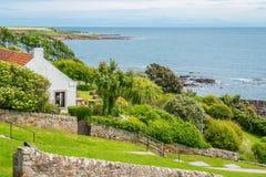 Vista cênico em Crail, vila pequena dos pescadores no pífano, Escócia fotos de stock royalty free