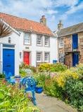 Vista cênico em Crail, vila pequena dos pescadores no pífano, Escócia imagens de stock