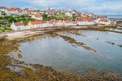 Vista cênico em Pittenweem, no pífano, na costa leste de Escócia foto de stock