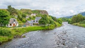 Vista cênico em Poolewe, vila pequena em Wester Ross nas montanhas noroestes de Escócia imagem de stock