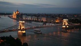 Vista cênico na ponte Chain de Szechenyi em Budapest, Hungria vídeos de arquivo