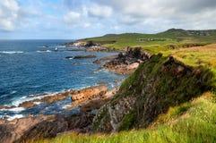 Vista cênico sobre penhascos na costa de Antrim do condado Fotografia de Stock