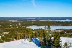 Vista cênico sobre uma inclinação do esqui Foto de Stock