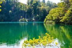 Vista c?nico das cachoeiras no parque nacional dos lagos Plitvice, Cro?cia imagens de stock royalty free