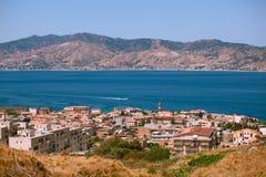 Vista calabrese sullo stretto di Messina fotografie stock libere da diritti