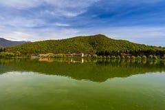 Vista calma do lago Imagem de Stock