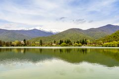 Vista calma do lago Fotos de Stock Royalty Free