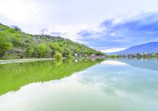 Vista calma do lago Imagens de Stock