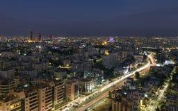 Vista centro de la ciudad del ` s de Amman del nuevos y puente del abdoun en la noche Fotografía de archivo libre de regalías