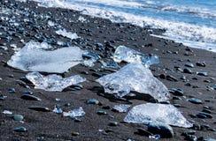 Vista cercana de la playa del diamante, Jokulsarlon - Islandia Imagen de archivo libre de regalías