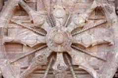 Vista cercana de la rueda del carro, templo Konark de Sun Fotos de archivo