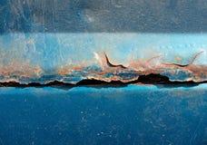 Vista cercana del coche que aherrumbra Imagen de archivo