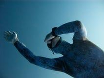 Vista cercana del freediver que hace zambullida profunda Imágenes de archivo libres de regalías