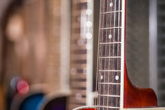 Vista cercana del fretboard de la guitarra foto de archivo
