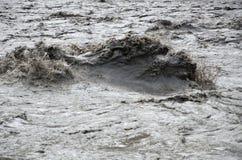 Vista cercana del río afluente de Nepal de la montaña fotografía de archivo libre de regalías