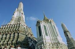 Vista cercana del templo budista de Wat Arun en Bankok, Tailandia Fotos de archivo