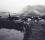 Vista che trascura la montagna in foschia di mattina Fotografie Stock