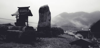 Vista che trascura la montagna in foschia di mattina Fotografia Stock