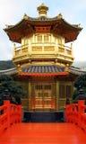 Vista chinesa dourada do turista de Hong Kong do templo Imagens de Stock Royalty Free